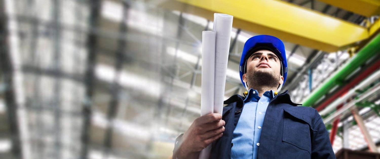 Trabalhador em industria com ar condicionado
